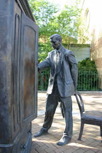 Statue of CS Lewis